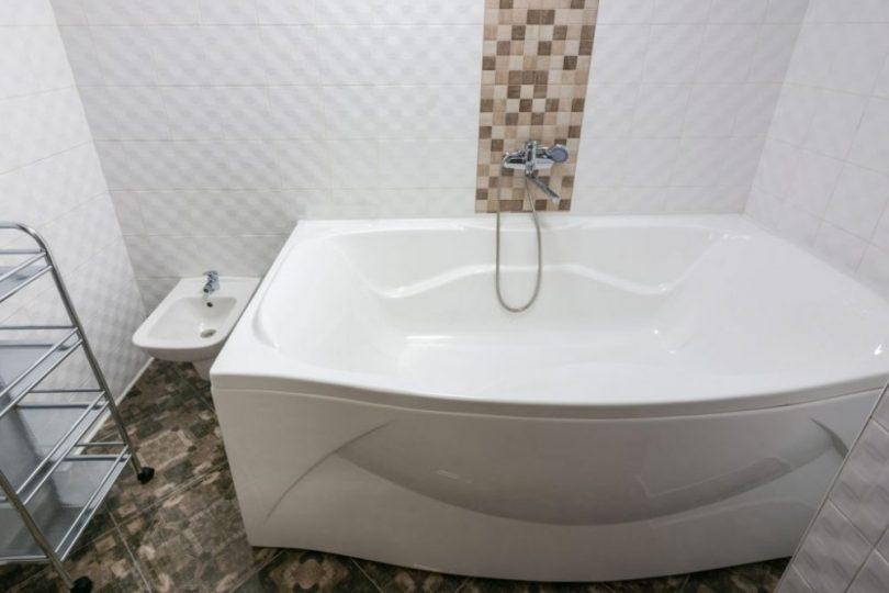 How to Clean an Acrylic Tub